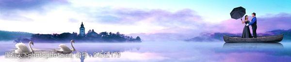 湖水情侣优雅天鹅湖美景