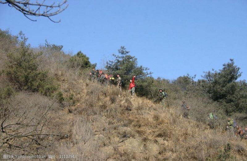 野外运动爬山小分队图片
