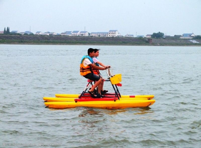 踏水舟水上娱乐图片